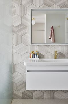 Mike Shively Architecture / Duravit / brass / Athens Silver Cream Hex