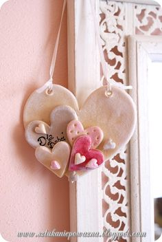 Arts And Crafts Magazine Clay Christmas Decorations, Christmas Clay, Christmas Crafts, Polymer Clay Projects, Diy Clay, Clay Ornaments, Valentine Crafts, Clay Creations, Clay Art