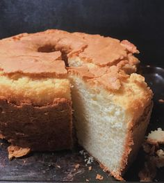 Simple Old Fashioned Southern Pound CakeYou can find Pound cake recipes and more on our website.Simple Old Fashioned Southern Pound Cake Cakes To Make, How To Make Cake, Food Cakes, Cupcake Cakes, Pound Cake Cupcakes, Bundt Cakes, Old Fashioned Pound Cake, Old Fashioned Butter Pound Cake Recipe, Southern Pound Cake