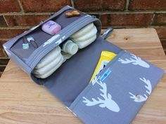 Antlers diaper bag, gift for new parents, grey diaper purse with clear zipper pouch, baby bag organizer, Scandinavian style print Diy Nappy Bag, Small Diaper Bag, Sewing For Kids, Baby Sewing, Nouveaux Parents, Diaper Bag Organization, Baby Wipe Case, Diaper Clutch, Gifts For New Parents