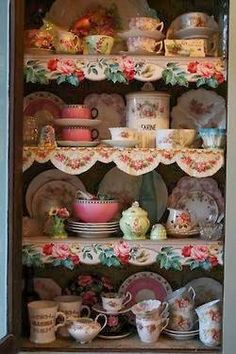 6 Interesting Clever Tips: Shabby Chic Diy Decorations shabby chic vanity flea markets.Shabby Chic Furniture Before And After shabby chic diy display. Vintage Dishes, Vintage China, Vintage Kitchen, Vintage Cups, Decoration Shabby, Shabby Chic Decor, Deco Boheme, Shabby Vintage, Vintage Shelf