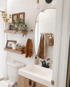 Bad Inspiration, Home Decor Inspiration, Decor Ideas, Small Bathroom Inspiration, Bathroom Interior Design, Modern Interior, Upstairs Bathrooms, Small Bathrooms, House Rooms