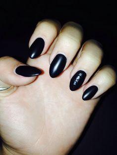 Matte black almond nails <333