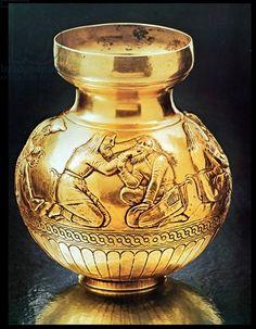 Scythian vase from Kul'-Oba Kurgan, Crimea, depicting a dentist at work, 4th century BC (gold or electrum), Greek School, (4th century BC) / Hermitage, St. Petersburg, Russia / Archives Charmet / The Bridgeman Art Library