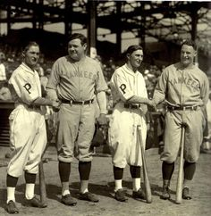 Lloyd Waner, Babe Ruth, Paul Waner and Lou Gehrig before Game One of the 1927 World Series at Forbes Field. Babe Ruth, Mlb Players, Baseball Players, Sports Baseball, Baseball Cards, Baseball Stuff, Football, Baseball Pictures, Pirate Pictures