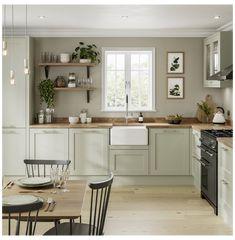 Home Decor Kitchen, Interior Design Kitchen, New Kitchen, Home Kitchens, Country Kitchen Diner, Traditional Kitchen Interior, Howdens Kitchens, Country Kitchen Flooring, Traditional Kitchen Cabinets