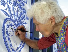 Slovácké poklady | Chatař & Chalupář Acrylic Painting Tips, Hand Painted Furniture, People Art, Surreal Art, House Painting, Disney Art, Flower Art, Graffiti, Street Art