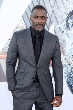 Idris Elba wore a TOM FORD windowpane O'Connor 2 piece suit, black shirt with tonal knit tie to the Fast & Furious Presents: Hobbs & Shaw premiere. Blazer Outfits Men, Outfits Hombre, Black Shirt Outfit Men, Idris Elba, Mens Fashion Suits, Mens Suits, Suit Men, Men's Fashion, Fashion Outfits