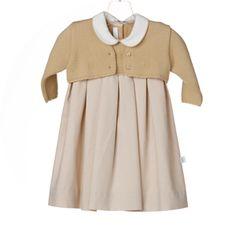 conjunto de vestido com casaco de malha mostarda