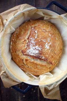Pain en cocotte - chefNini - The Best Healthy Comfort Recipes Gourmet Recipes, Bread Recipes, Sweet Recipes, Cooking Recipes, Best Protein, Protein Foods, Protein Recipes, Cocotte Recipe, Dessert Bread