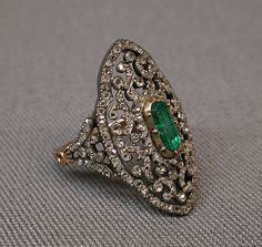 Emerald ring design thoughts diamond, emerald, gold, and silver ring. Victorian Jewelry, Antique Jewelry, Vintage Jewelry, Vintage Clothing, Jewelry Box, Jewelry Rings, Fine Jewelry, Jewelry Stores, Jewellery Holder