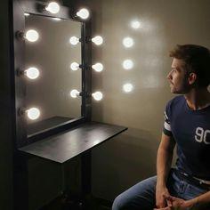 Las luces se multiplican por la noche Most Beautiful Man, Wall Lights, Vanity, Mirror, Instagram, Home Decor, Club, Tattoo, Iphone