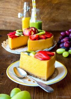 Smoothie cake (recipe in Finnish) Köstliche Desserts, Delicious Desserts, Yummy Food, Baby Food Recipes, Sweet Recipes, Cake Recipes, Healthy Treats, Healthy Baking, Gluten Free Baking
