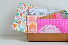 a pretty cool life.: pretty diy envelopes with hazel & ruby Paper Packaging, Pretty Packaging, Fancy Envelopes, Decorated Envelopes, Snail Mail Pen Pals, Fun Mail, Diy Envelope, Pinterest Diy, Happy Mail