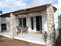 Nog 'n Gelukkie - Paternoster Farmhouse Chic, Rustic Chic, Beach Cottage Style, Beach House, African House, Log Cabin Homes, Log Cabins, Remodeling Companies, Outdoor Living