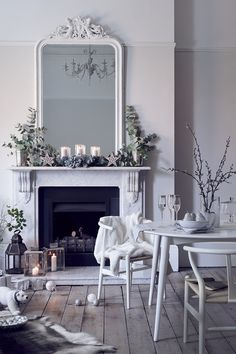 White on white decor with simple holiday/Christmas decorations on a classic fireplace mantel Christmas Interiors, Christmas Bedroom, Christmas Home, Christmas Trends, Christmas Fireplace, White Christmas, Modern Christmas, Beautiful Christmas, Christmas Tree Decorating Tips