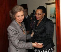 Queen Sofía and Graça Mandela in Mozambique.