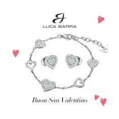 Dettagli romantici e preziosi per un San Valentino davvero speciale! www.lucabarra.it #sanvalentino #lucabarra #cuore #amore #auguri #gioielli #regalo #idearegalo