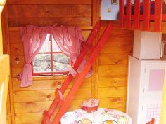 Interior de casita de madera modelo baviera. Incluye una litera.