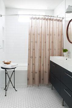 A Boho Bathroom - hex floor tile with grey grout, long subway tile in tub - Minimal Interior Design Boho Bathroom, Bathroom Renos, Bathroom Styling, Modern Bathroom, White Bathrooms, Minimalist Bathroom, Bathroom Vanities, Sinks, Small Bathroom