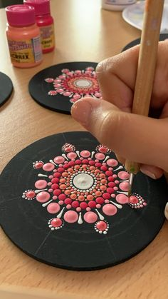 Dot Art Painting, Rock Painting Designs, Ceramic Painting, Stone Painting, Mandala Canvas, Mandala Artwork, Mandala Painting, Mandala Painted Rocks, Mandala Rocks