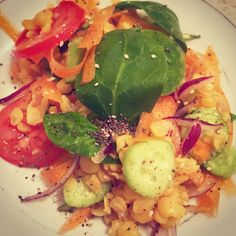 #salad #yellowpeas #carottes #tomatoes #cucumber #onion #basilic #chia #sesame #saltandpepper #art #instagram #healthyrecipes Pea Salad, Salt And Pepper, Tomatoes, Cucumber, Onion, Salads, Vegetables, Healthy, Instagram