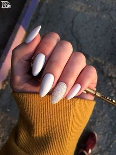 Best & Top Oval Nails or almond-shaped nails Both chrome and . - Best & Top Oval Nails or almond-shaped nails Both chrome and … - White Nail Art, White Nails, White Almond Nails, Manicure, Almond Shape Nails, Trim Nails, Nail Swag, Super Nails, Nagel Gel