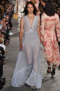 See all the Collection photos from Philosophy Di Lorenzo Serafini Spring/Summer 2016 Ready-To-Wear now on British Vogue Fashion Week, Fashion Models, Spring Fashion, Fashion Outfits, Uk Fashion, Vogue, Fashion Show Collection, Spring Summer 2016, V Neck Dress