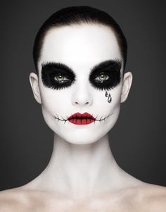 If this Halloween your goal is to achieve beautiful effects you can't go wrong with your Halloween makeup. Check these Beautiful Halloween Makeup Ideas. Easy Halloween, Halloween Costumes, Halloween Face Makeup, Halloween Party, Halloween Inspo, Fairy Costumes, Halloween Stuff, Halloween Outfits, Halloween Halloween