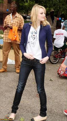 Emma Stone fitted blue blazer, skinny jeans & cutest flats