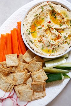 This Cauliflower Hummus recipe is so simple to put together and is a great low-carb legume-free alternative to traditional hummus. It's Keto and Paleo friendly and truly you wouldn't notice it wasn't traditional hummus. Healthy Appetizers, Easy Healthy Dinners, Appetizer Recipes, Healthy Snacks, Healthy Eating, Healthy Brain, Cauliflower Hummus, Cauliflower Recipes, Top Recipes