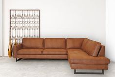 HomingXL Hoekbank Riverdance chaise longue rechts - leer Colorado cognac 03 - x. HomingXL Hoekbank Riverdance chaise longue rechts - leer Colorado cognac 03 - x mtr breed Industrial Interior Design, Industrial Interiors, Bedroom Murals, Sofa Styling, Brown Sofa, Sectional Sofa, Couches, Living Room Lighting, Houses