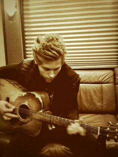 "#imagine Ash sends you this picture ""Luke is writing a song about you. He misses you so much."""