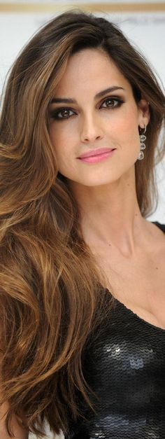 Top 10 Side Hairstyles For 2015 Medium Hair Styles, Long Hair Styles, Spanish Woman, Side Hairstyles, Spanish Hairstyles, Caramel Hair, Pink Lips, Lipstick Colors, Black Hair