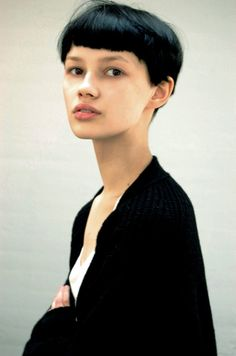 Bowl Cut #hairstyles, #haircuts, #fashion, #women, https://facebook.com/apps/application.php?id=106186096099420