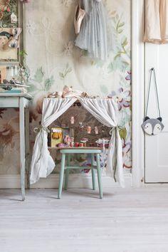 En blog post från Mokkasin som handlar om Är det en våning i Paris?. Det delar kategorien DIY - Här berättar Mokkasin lite om Att skapa en egen liten värld är hur enkelt som helst. Det kostar nästan ingenting och det är egentligen bara den egna fantasin som sätter gränser. Gör en .