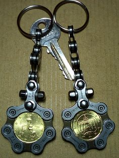 Beautiful and unique key chain, industrial/steampunk style, made of ultra narrow and lightweight Shimano bicycle chain, NOW NEW with stainless steel screws and caps and the German/Italian 20 Cent Coin Welding Art Projects, Metal Art Projects, Metal Crafts, Recycled Bike Parts, Bike Chain Bracelet, Steampunk, Steel Art, Scrap Metal Art, Automotive Decor