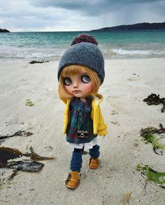 Walk on the beach #highlands #blythe #blythedoll #tiinacustom