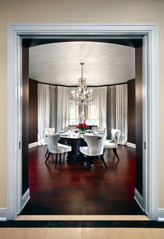 elegant-dining-area-with-crystal-chandelier