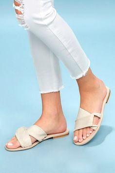 We've got summer's hottest styles of comfortable sandals for women at prices you'll love! Shop women's dress sandals! Leather Slippers, Leather Sandals, Sandals Outfit, Shoes Sandals, Strappy Sandals, Womens Golf Shoes, Ladies Shoes, Shoes Women, Girls Shoes