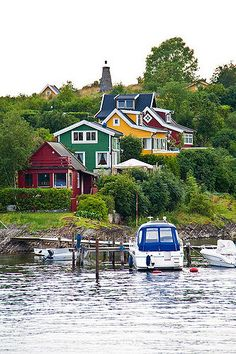 I was awestruck and mesmerised by the bright colourful paints used on the wooden houses in Norway. Much more adventurous than Australia. This is apparently from the Oslo Islands. Beautiful Places To Visit, Great Places, Pays Europe, Places To Travel, Places To Go, Dock Of The Bay, Norway Oslo, Beautiful Norway, Scandinavian Countries