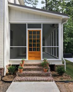 Screened porch brick Steps. Screened porch brick Steps. Screened porch brick Steps. Exposed Brick: Boral Market Square king size.  Mortar: Ivory Buff.  #Screenedporch #brickSteps Beautiful Homes of In (Covered Patio Step)