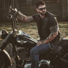 Jonny James Gettin it. Tag your bikes and Bikers! Hairy Bikers, Hot Guys Tattoos, Motorcycle Men, Beard Lover, Inked Men, Hommes Sexy, Biker Style, Bad Boys, Sexy Men