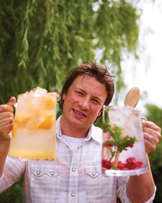 Quick and easy flavored water ideas from Jamie Oliver. Flavored water is GOOD. Fun Drinks, Yummy Drinks, Healthy Drinks, Healthy Snacks, Healthy Eating, Yummy Food, Healthy Recipes, Beverages, Healthy Water