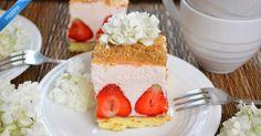 Ciasto biszkopt i truskawki