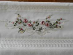 Silk Ribbon Embroidery, Embroidery Stitches, Hand Embroidery, Machine Embroidery, Aesthetic Movies, Brazilian Embroidery, Ribbon Work, Bargello, Fabric Painting