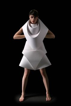 ℘ Paper Dress Prettiness ℘ art dress made of paper - Origami Fashion Editorial by mariaelisa duque, via Behance Origami Fashion, Paper Fashion, 3d Fashion, Weird Fashion, Look Fashion, Editorial Fashion, Fashion Trends, Dress Fashion, High Fashion