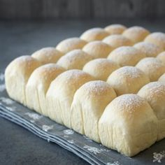 Try these super soft & fluffy milk buns. They are so versatile, you can enjoy them as sweet or savoury buns. Milk Bread Recipe, Bread Recipes, Baking Recipes, Dessert Recipes, Hokkaido Milk Bread, Milk Bun, Homemade Dinner Rolls, Homemade Breads, Bun Recipe