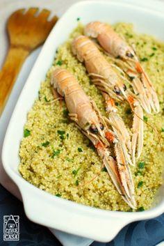 La quinoa è un cereale ad alto contenuto proteico e totalmente priva di glutine impiegato in cucina per la preparazione di deliziosi primi piatti e di fresche insalate. Qui al profumo di mare.