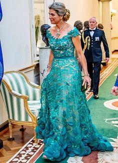 Queen Maxima wore a green lace gown by Jan Taminiau. Lace dress by Dutch designer Jan Taminiau. Princess Marie Of Denmark, Princess Sophia, Crown Princess Victoria, Crown Princess Mary, Queen Maxima, Queen Letizia, Stunning Dresses, Beautiful Gowns, Princesa Charlene